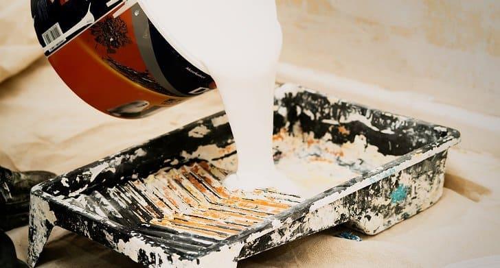 Bahan kimia campuran cat tembok yang berbahaya